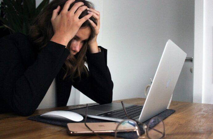 Jak wygląda depresja spowodowana pracą?